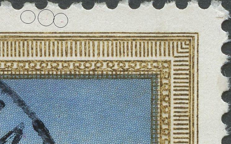Tre magenta pletter i øvre margin